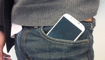 Supersize phones like the Samsung Galaxy line are forcing clothing designers to rethink the capacity of pants pockets.