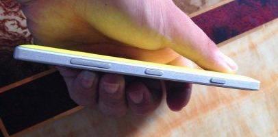 Nokia-Lumia-830-Yellow-3